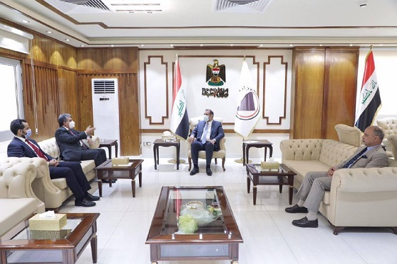 Iraq and Kuwait are discussing the possibility of establishing a joint commercial zone