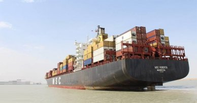 Iraqi ports receive the largest container ship in its history